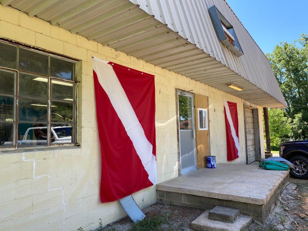 J & T Dive Shop: 424 Southwest Dr, Jonesboro, AR