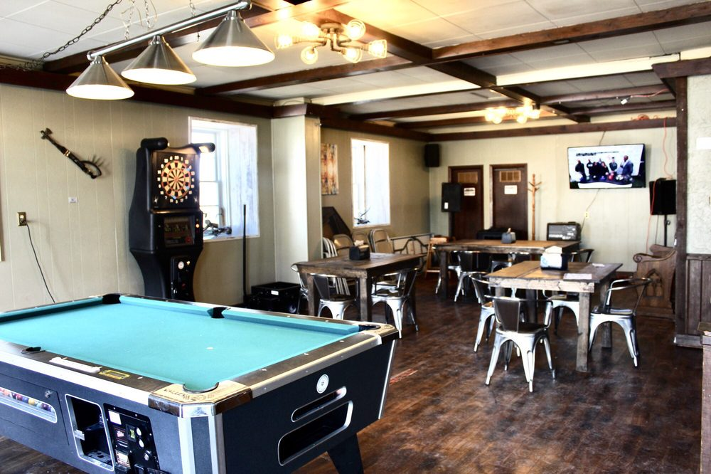 Roxbury Bar & Grill: 8901 County Rd Y, Sauk City, WI