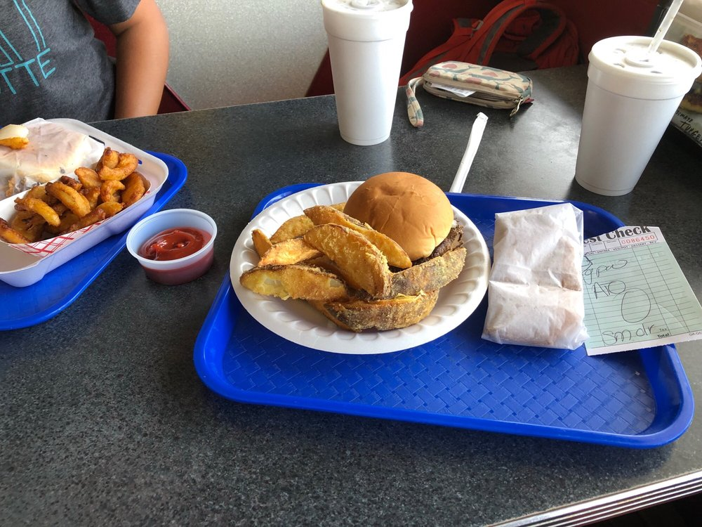 Burger Shack: 200 S Wadesboro Blvd, Mount Gilead, NC