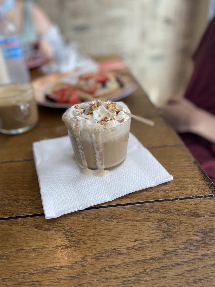 Kaffeina: Blvd. Levittown J -26, Toa Baja, PR
