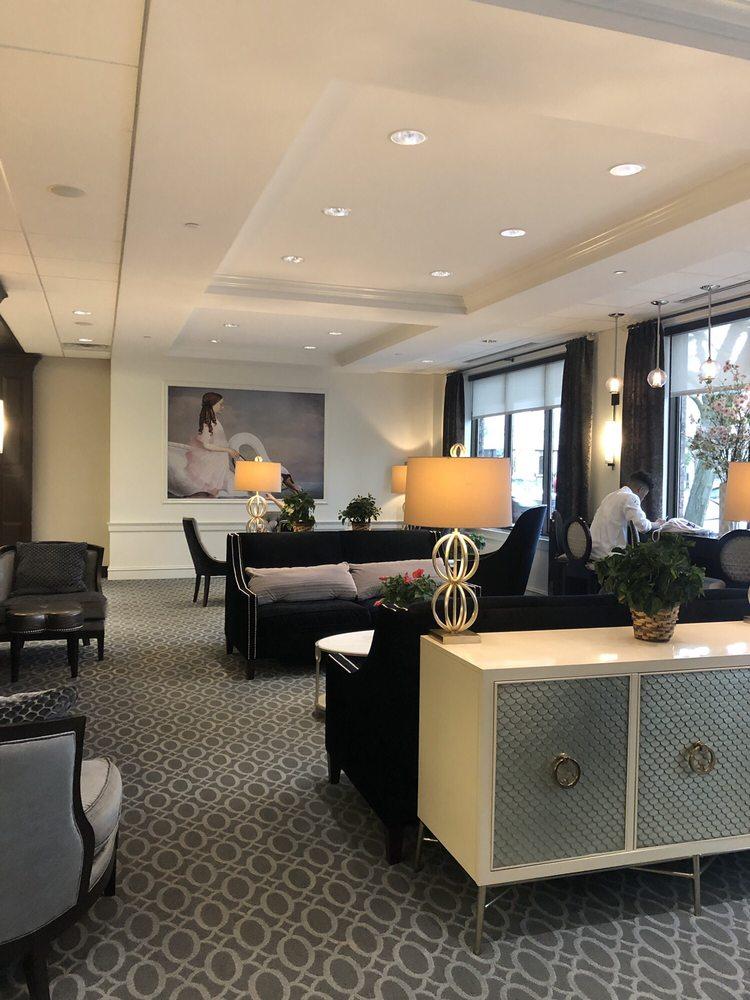 La Banque Hotel: 2034 Ridge Rd, Homewood, IL