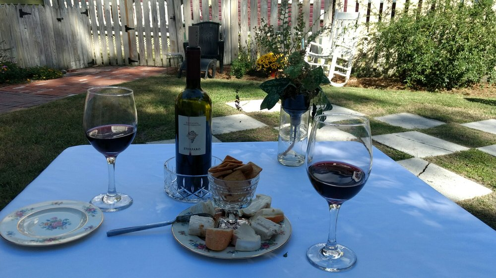 Savi's Wine: 713 Pollock St, New Bern, NC