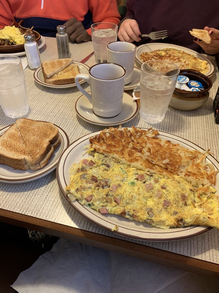 Nora's Cafe: 212 S 2nd St, Clinton, IA