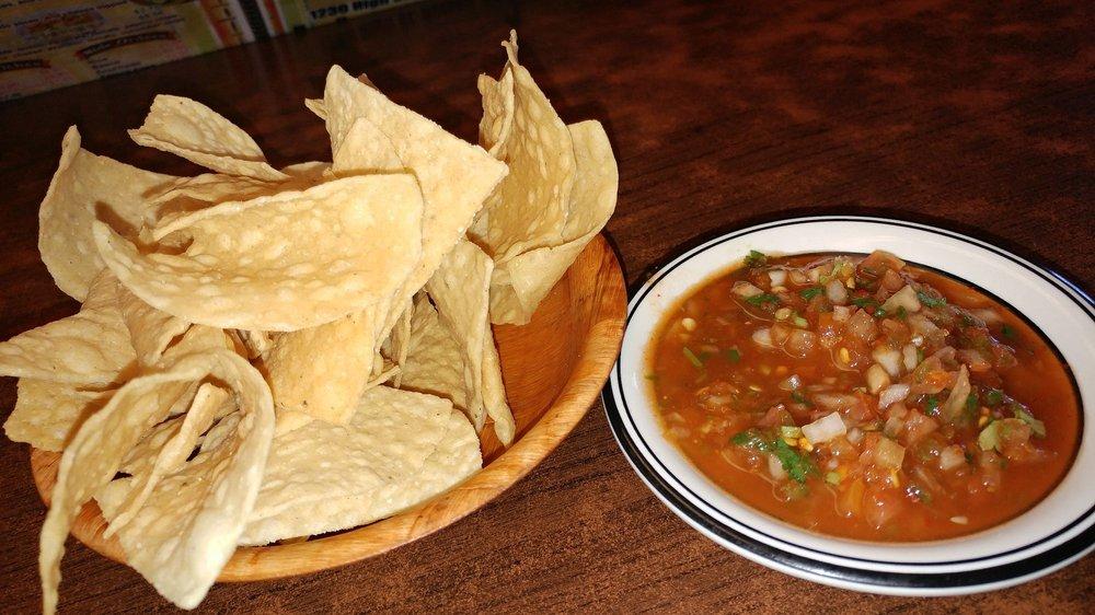 La Perla Tapatia Restaurant: 1230 High St, Delano, CA