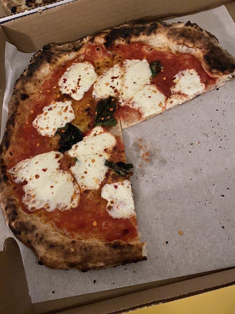 Pizzeria Gemelle: 2 E Chestnut St, Nantucket, MA