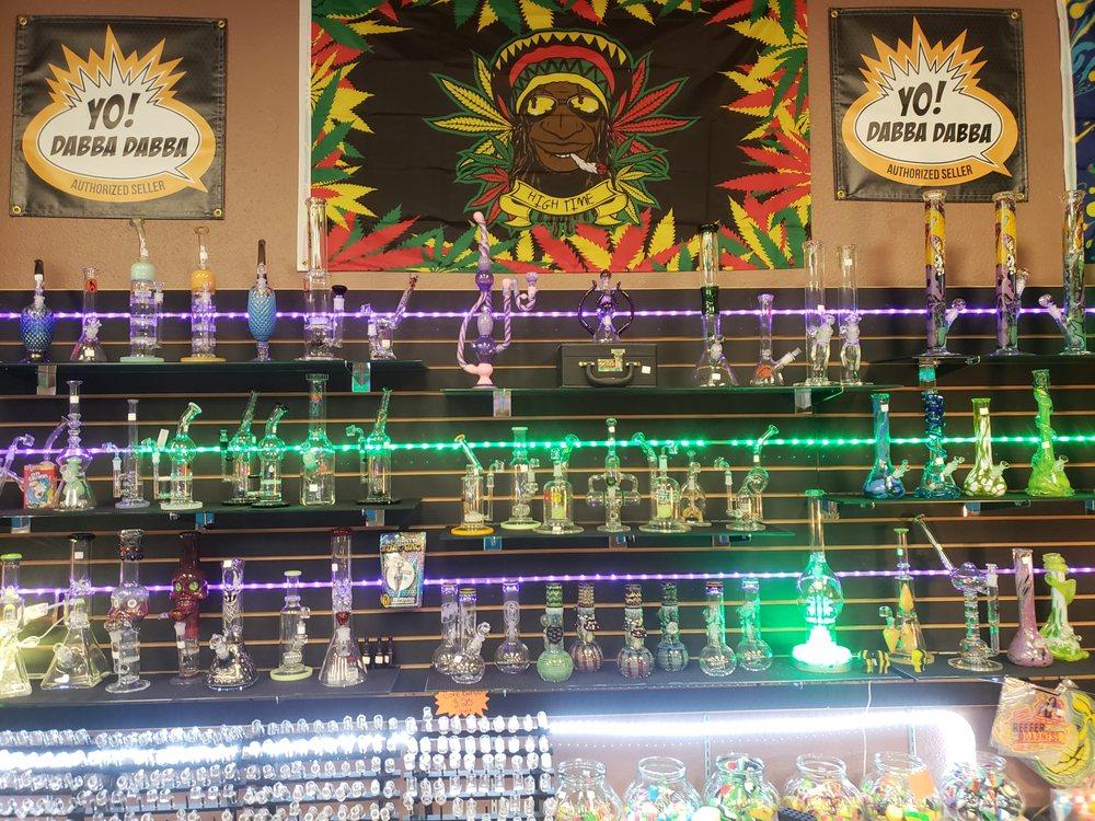 I'D Hit That Smokin Glass: 2492 NE Stephens St, Roseburg, OR