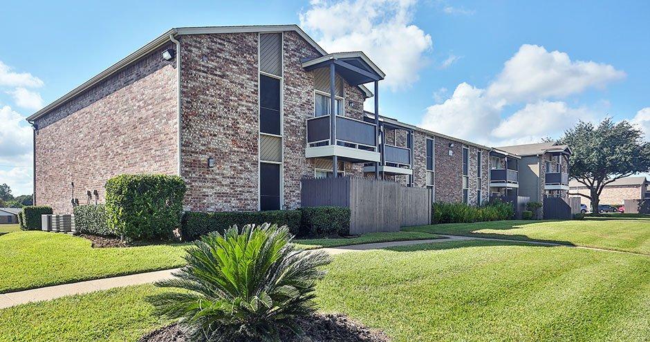 Northwood Village: 1301 Northwood Blvd, Corsicana, TX