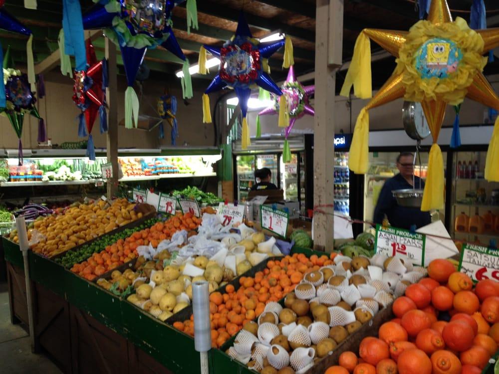 Farmers Produce: 1380 N Main St, Salinas, CA