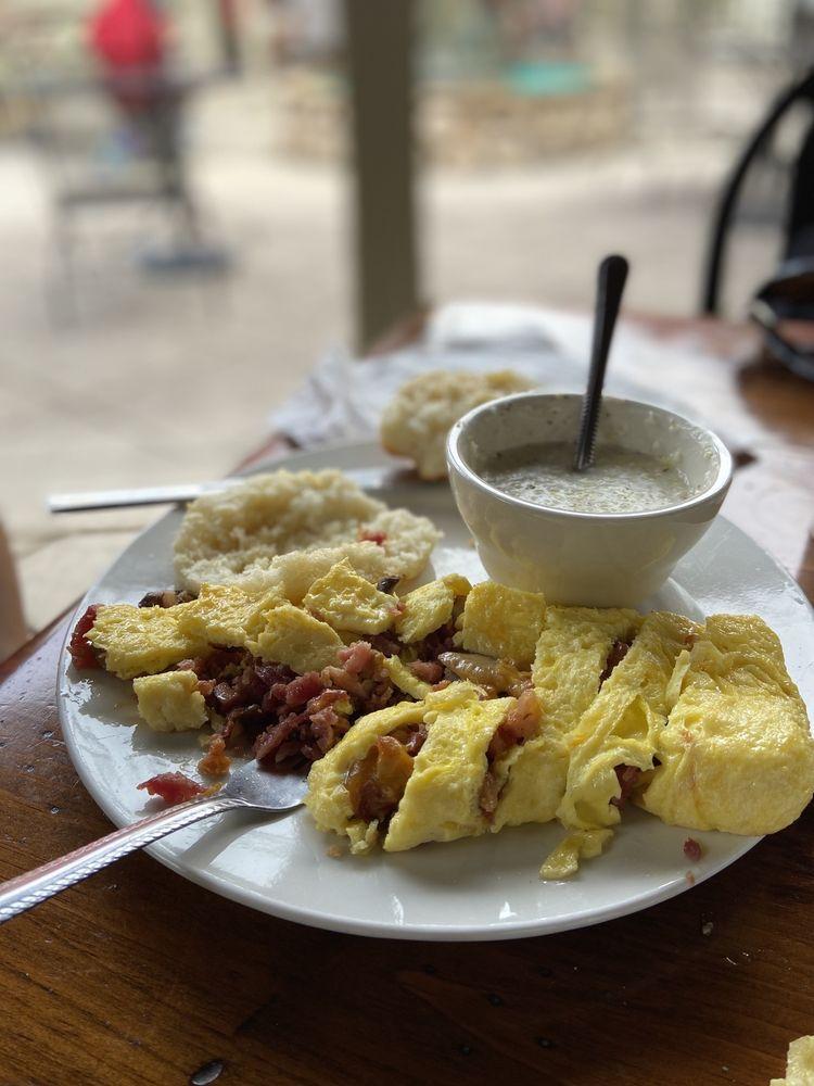 Cimmi's Courtyard Cafe: 8797 N Main St, Helen, GA