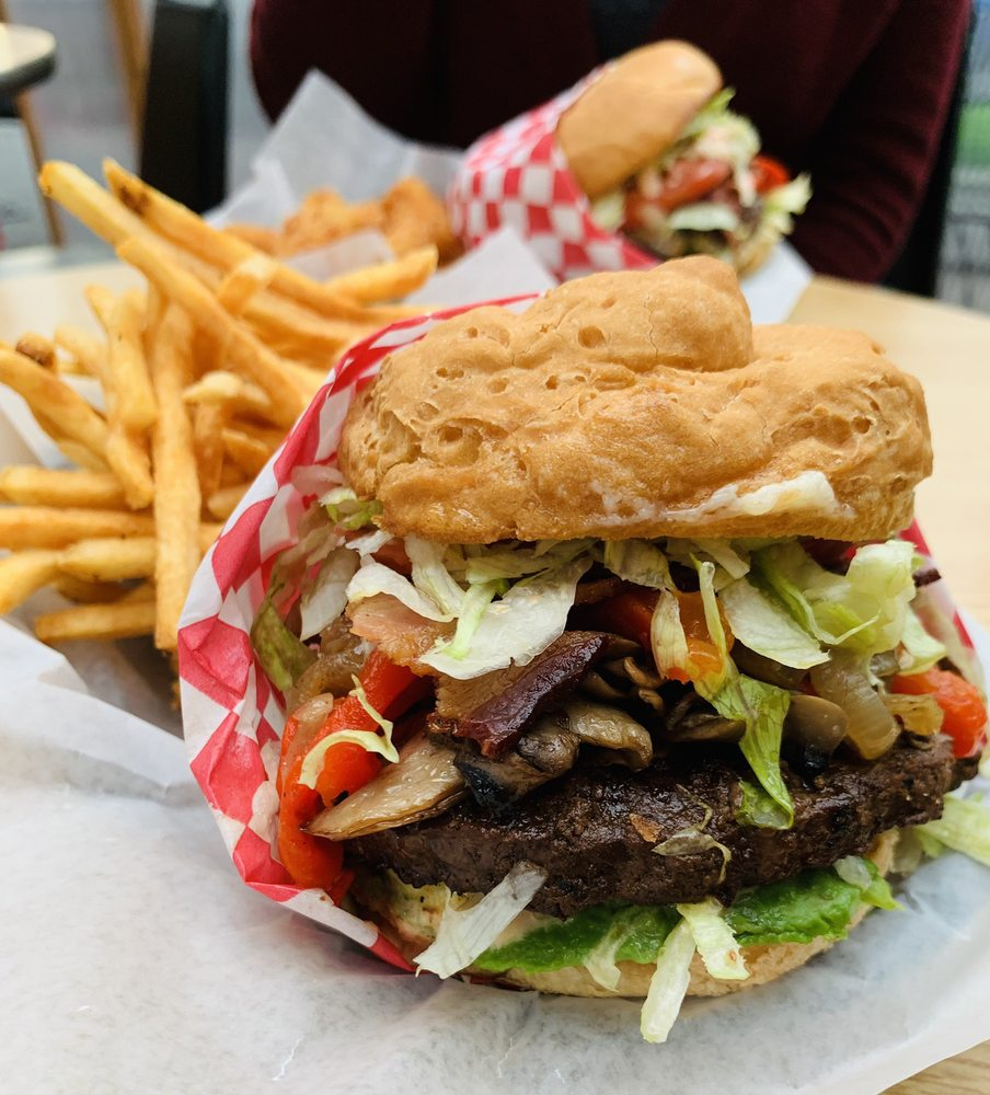 Canyon Grill: 8825 SW Canyon Rd, Portland, OR