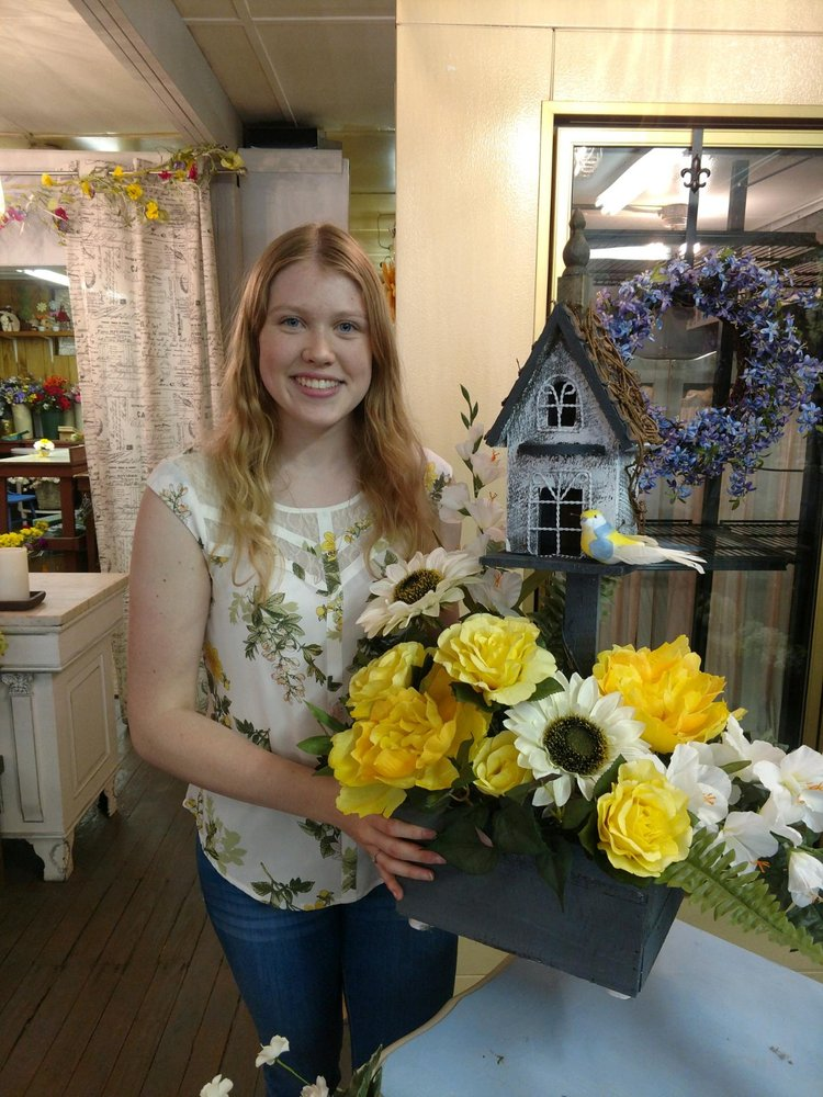 Farmhouse Floral: 24 Campbell St, Avella, PA