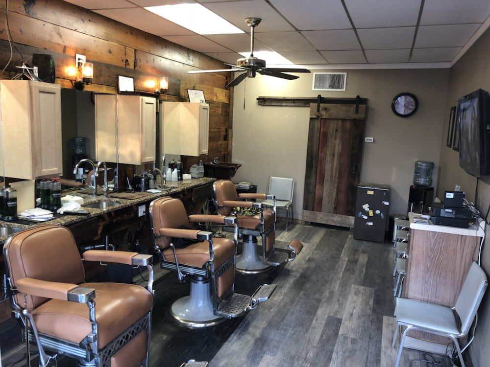 Beverly Hills Barber Shop: 7916 W Dodge Rd, Omaha, NE