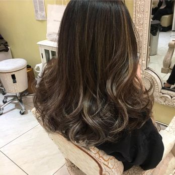 Uneven Hair Dye Roots Lighter Than Middle And Ends Of Hair