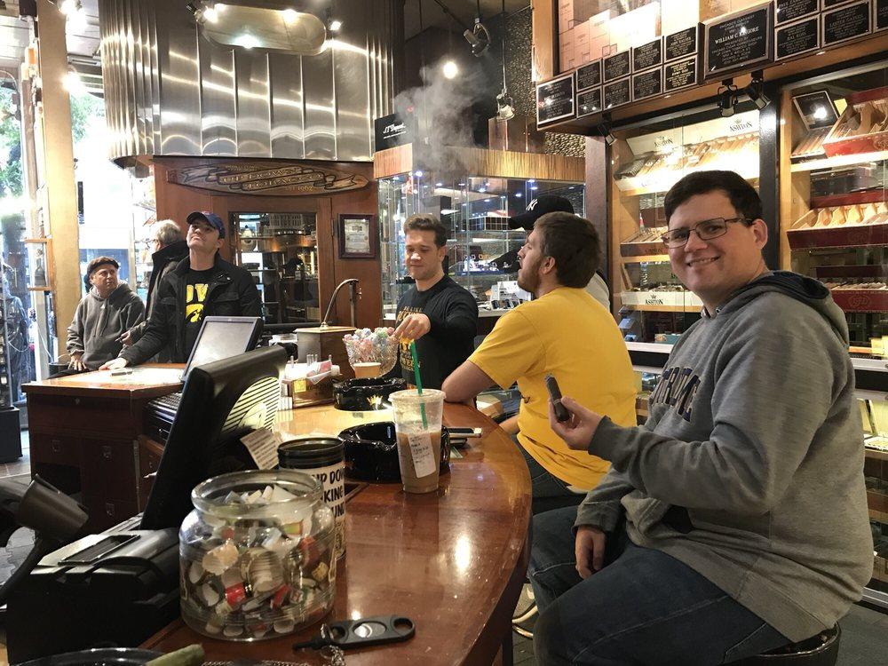Up Down Cigar Shop