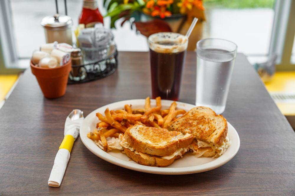 Sunny Side Diner: 241 Main St, Bennington, VT