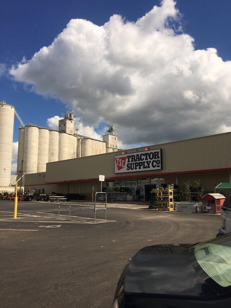 Tractor Supply: 220 S Nash Blvd, Watonga, OK
