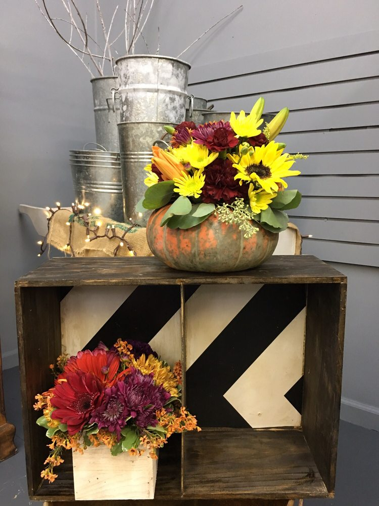 Southern Daisy Flower Boutique: 2611 15th St Rd, Hueytown, AL