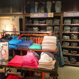 hollister jeans in store