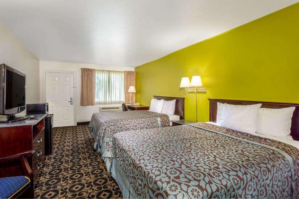 Days Inn by Wyndham Delta: 527 East Topaz Blvd, Delta, UT