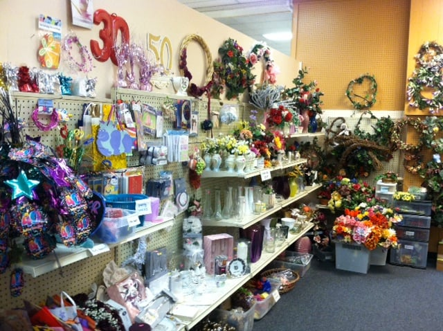 Top Notch Thrift Store: 1844 Columbia Blvd, St. Helens, OR