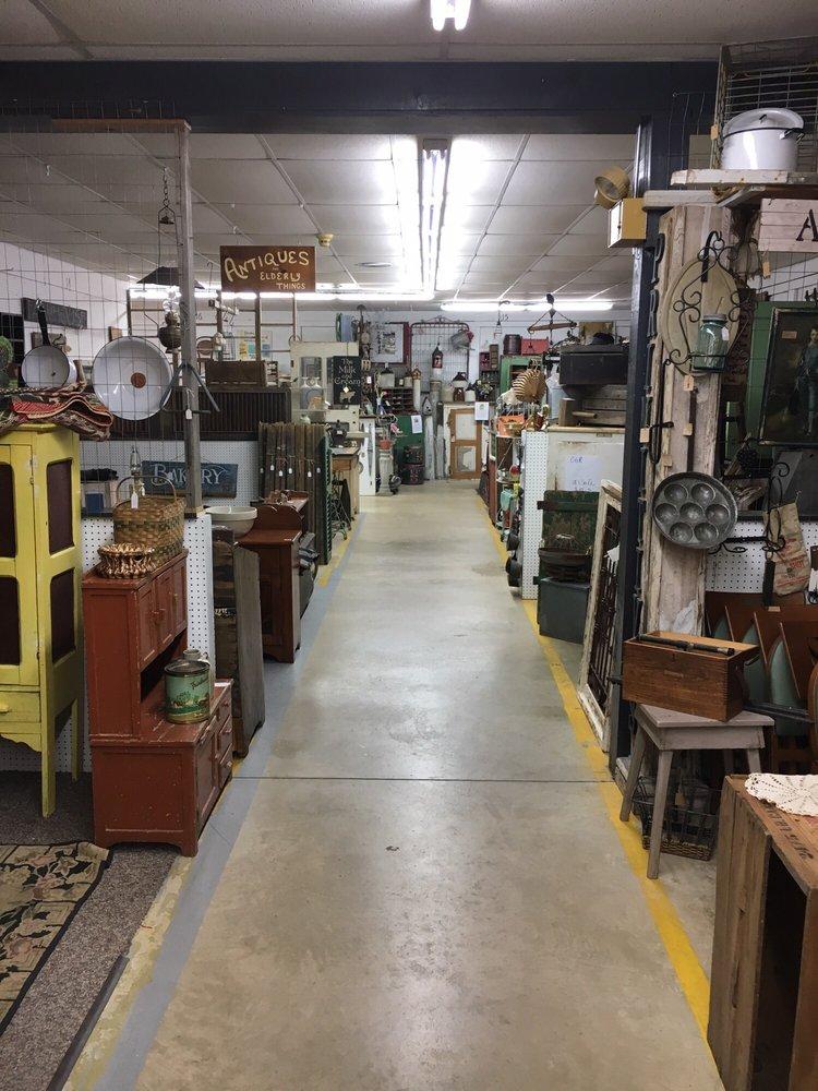 Adamstown Antique Mall: 3014 N Reading Rd, Adamstown, PA