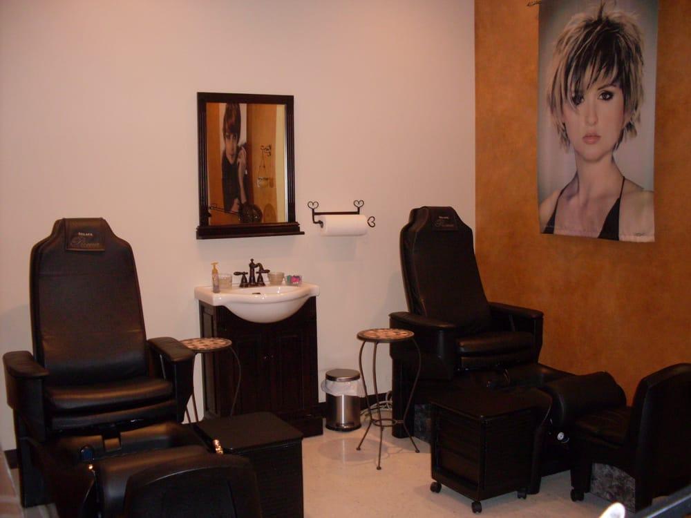 Laurie's Salon Splendor: 955 Benjamin Franklin Hwy, Douglassville, PA