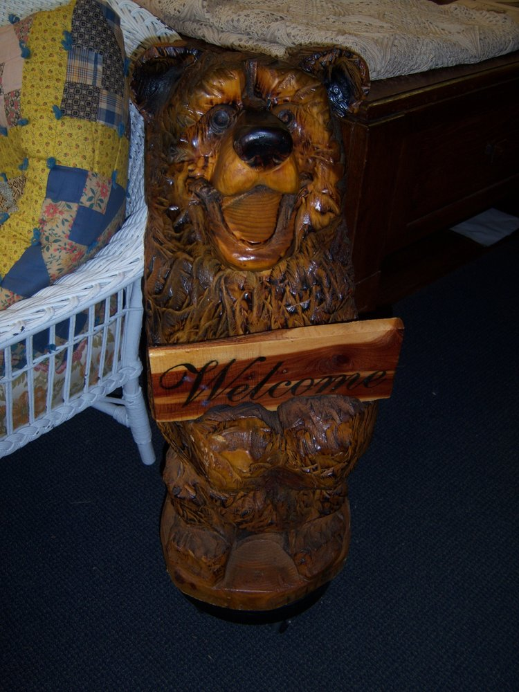 Brown Bear's Basket Antiques: 103 N Jefferson St, Mt Pleasant, IA