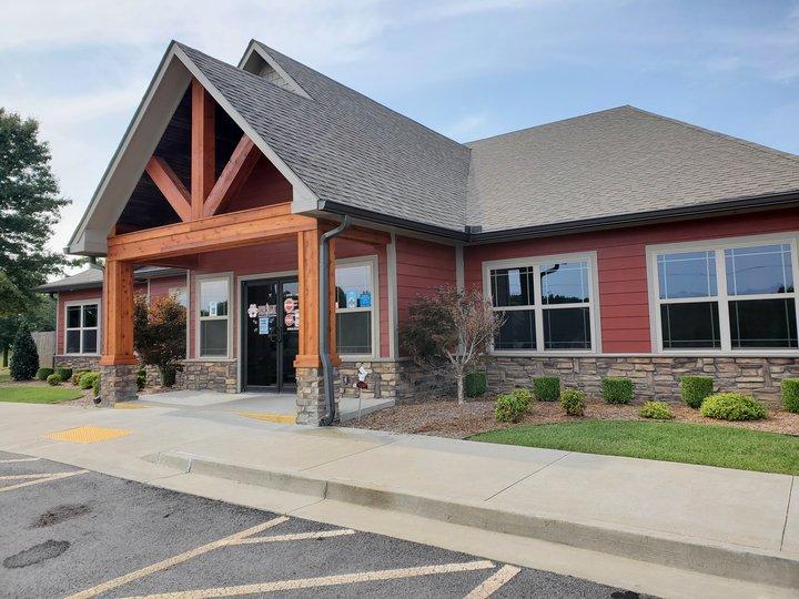 River Valley Animal Hospital: 400 Frontier Rd, Barling, AR
