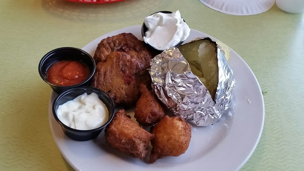 Oceanana Pier & Pier House Restaurant: 700 E Fort Macon Rd, Atlantic Beach, NC