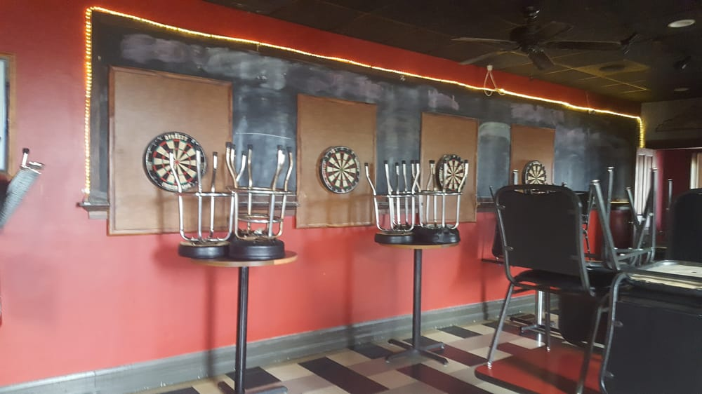 Dixie Club Bar & Cafe: 3424 Dixie Hwy, Erlanger, KY