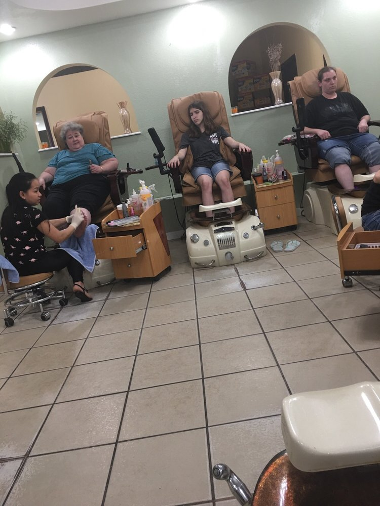 Hollywood Nails: 889 S Centerville Rd, Sturgis, MI