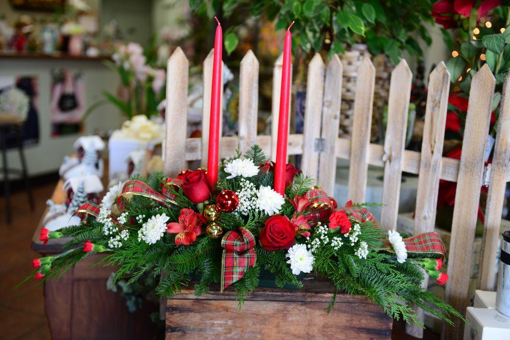 Hilton's Flowers: 7291 Boulder Ave, Highland, CA