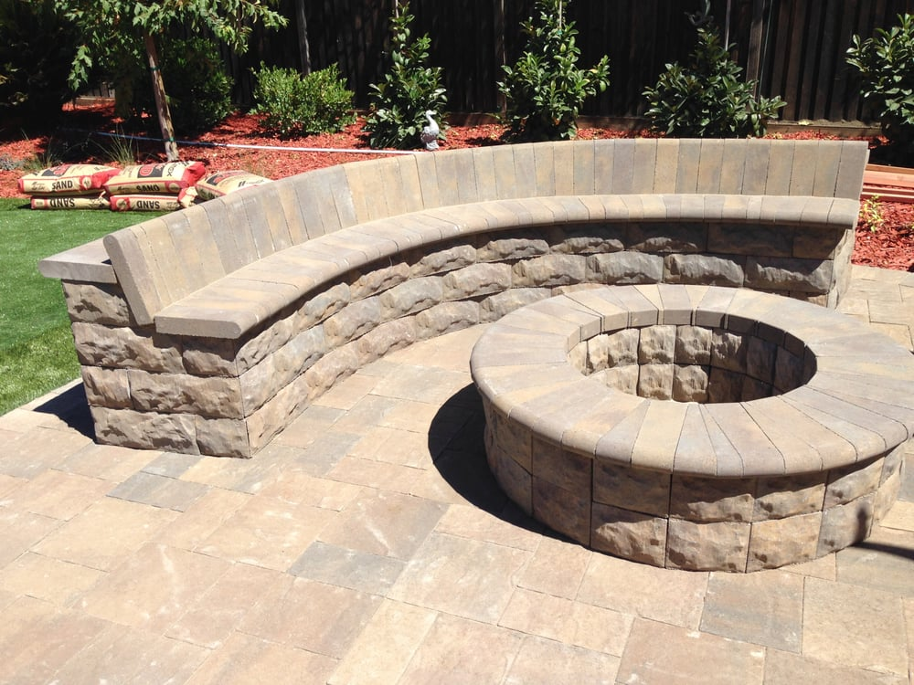 Belgard Belair stone fire pit & sitting wall with bull ...