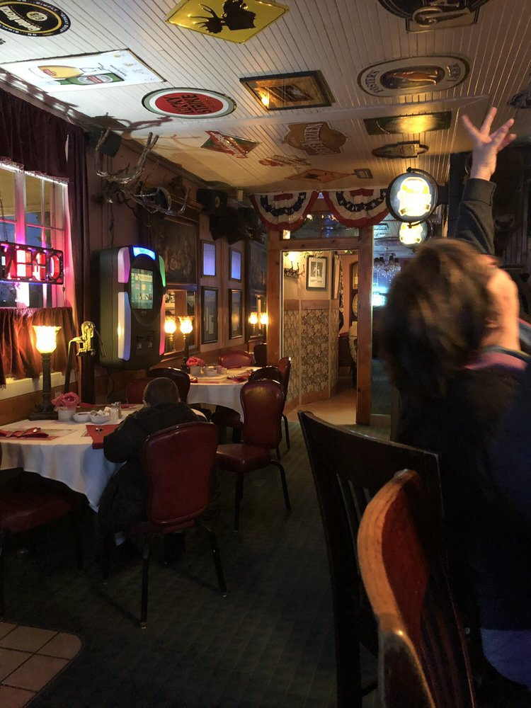Finleys Bar And Grill: 10477 S Airport Way, Manteca, CA