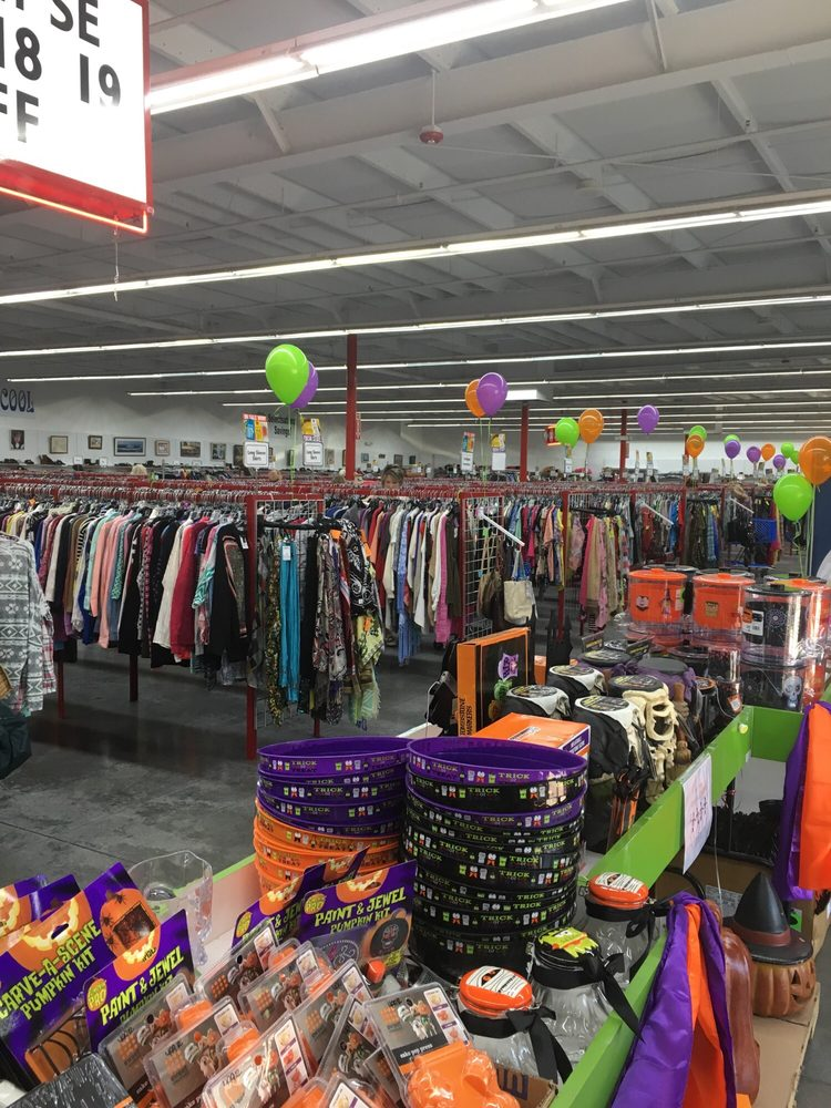 Red Racks Thrift Store: 3025 S Belt Hwy, Saint Joseph, MO