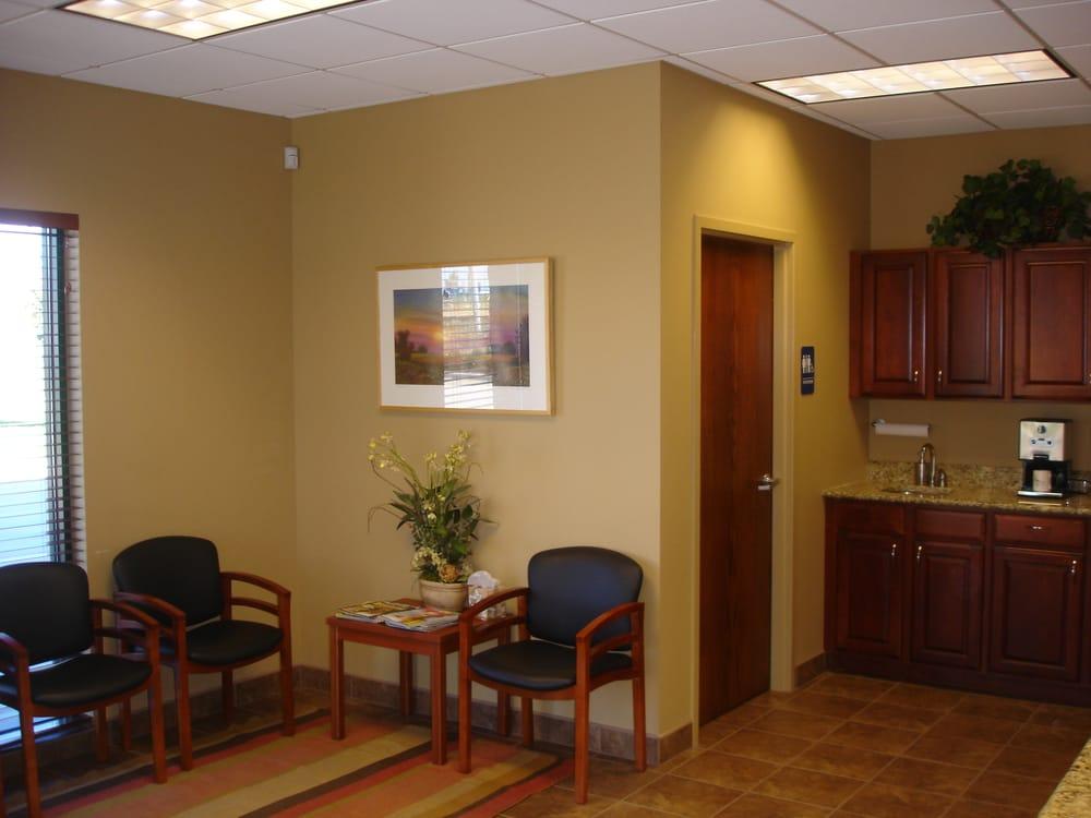 Mike's Collision Center: 1013 Ekstam Dr, Bloomington, IL
