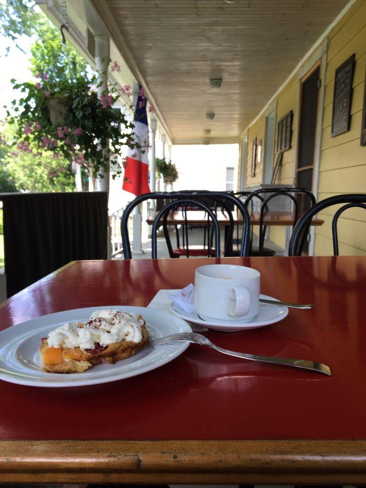 Cafe Chansons Pour Elle: 10 Rue Principale, Stanstead, QC