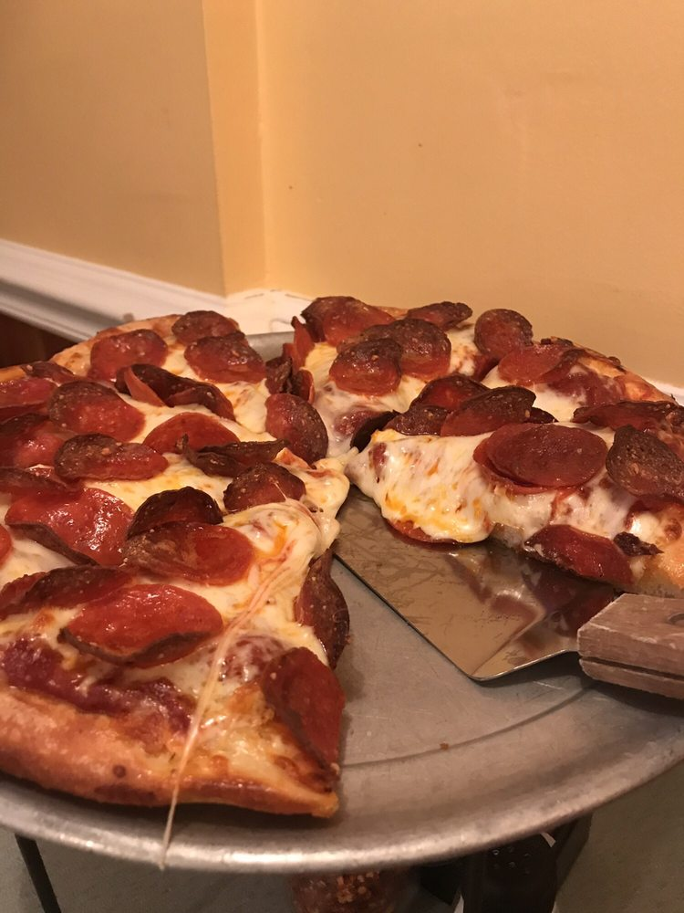 Hometown Pizza - Bedford: 18 Alexander Ave, Bedford, KY