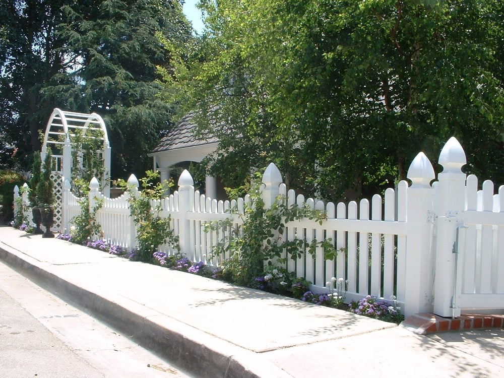 White Vinyl Scalloped Picket Fence With Gothic Fence Caps