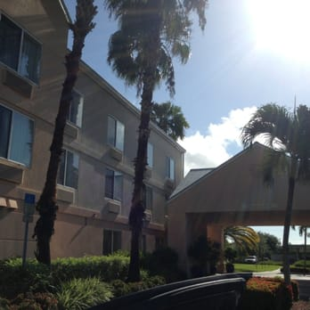 Fairfield inn suites fort myers medical district 41 for 7090 cypress terrace fort myers
