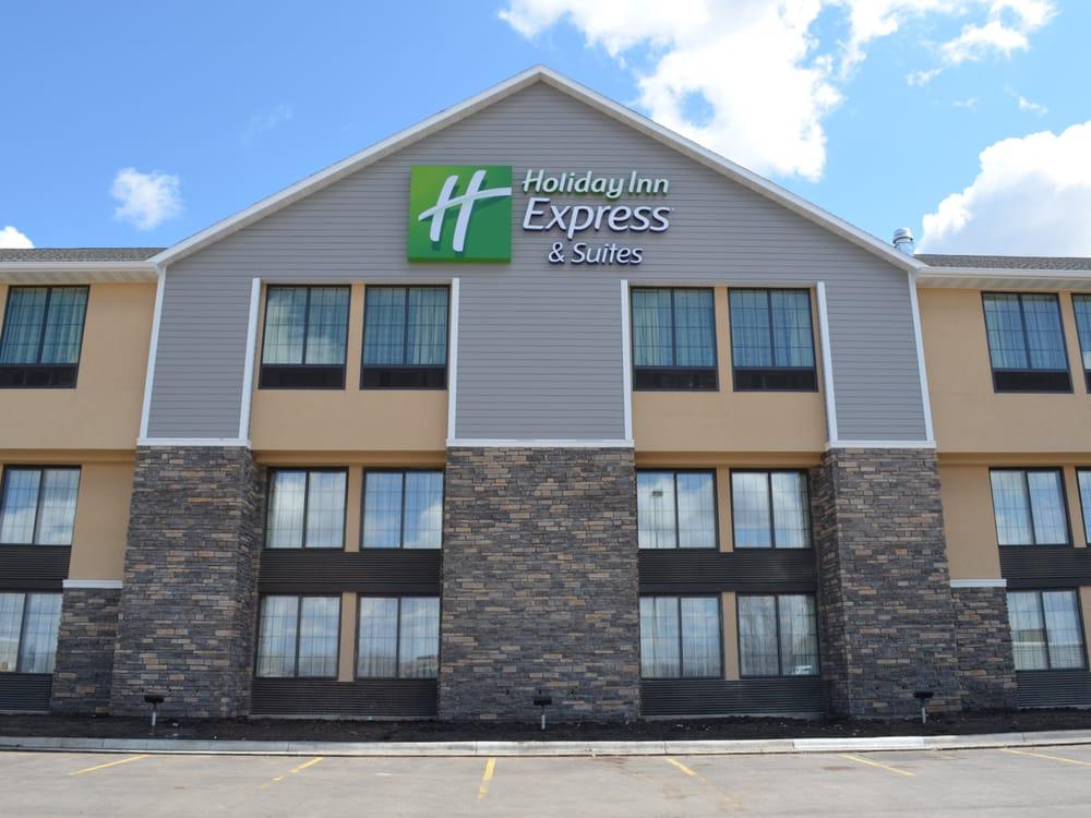Holiday Inn Express & Suites Willmar: 250 23rd St SE, Willmar, MN