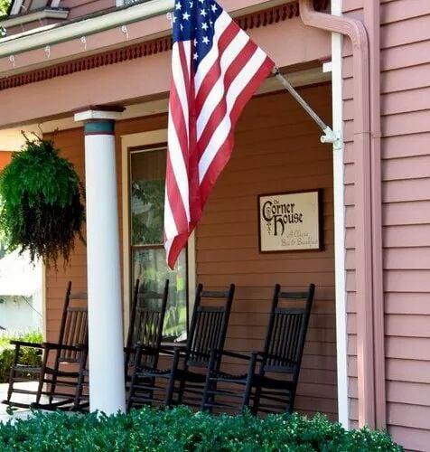The Corner House Bed & Breakfast: 228 Richmond Ave, Nicholasville, KY