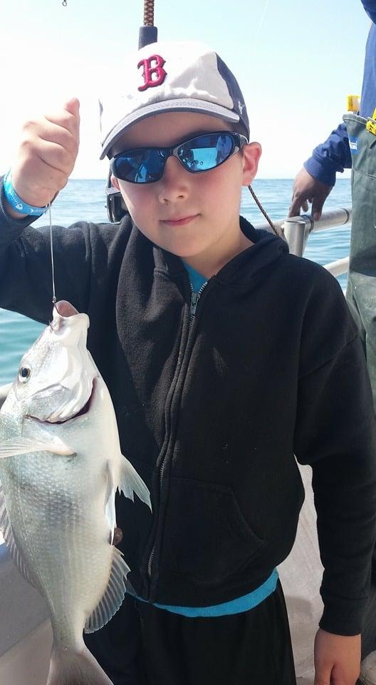 Black hawk open fishing boat 30 photos fishing 16 e for Fishing charters ct niantic