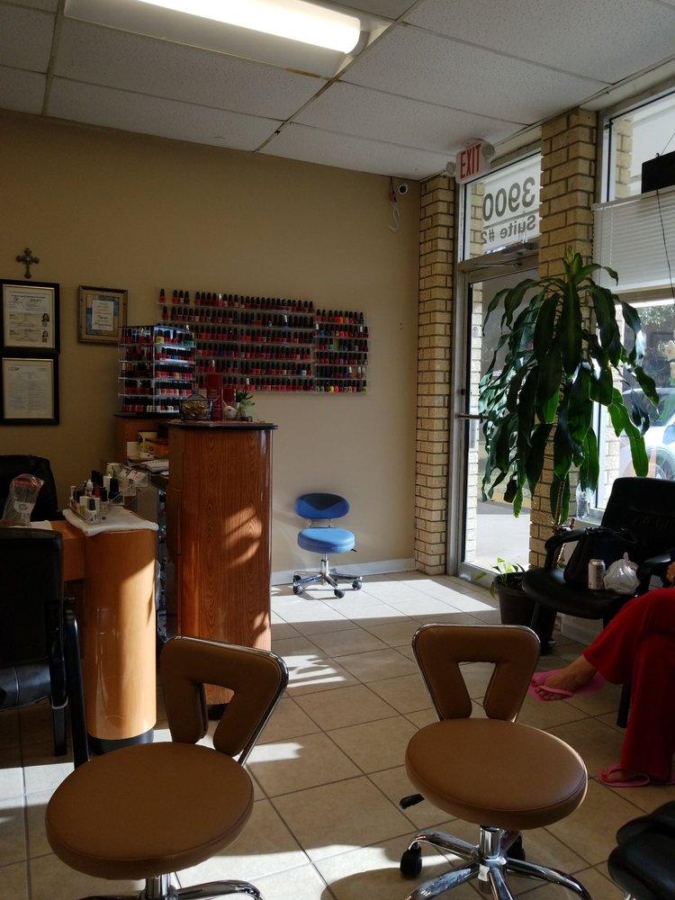 Holly's Nails & Spa: 3900 Creighton Road, Pensacola, FL