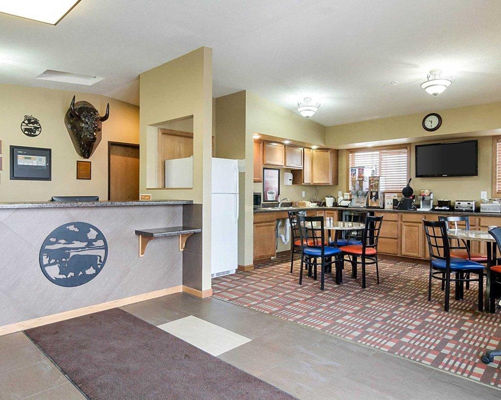 Econo Lodge: 2627 Hwy 281 South, Jamestown, ND
