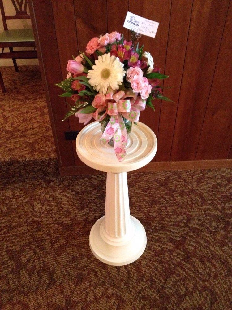 Lazy Daisy Flowers & Gifts: 244 King St, Keysville, VA