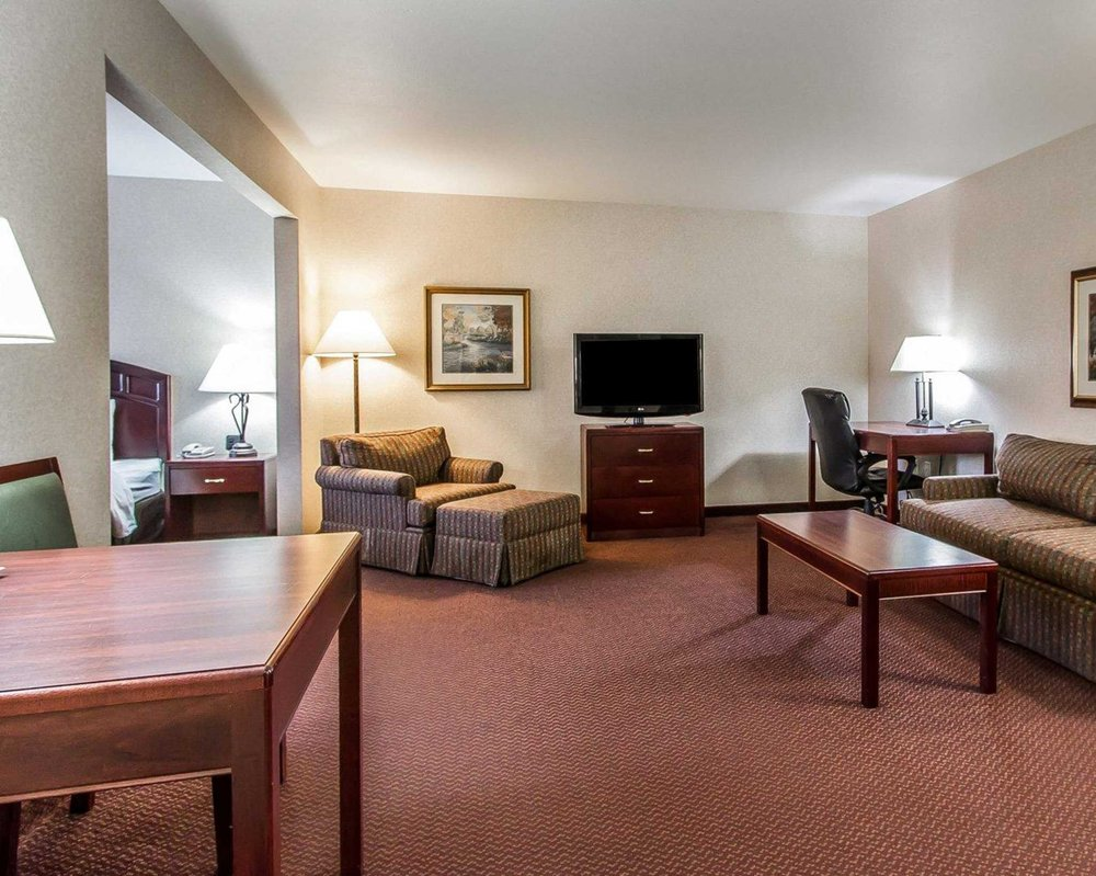 Quality Inn & Suites: 6169 Reve Ct, Fort Madison, IA