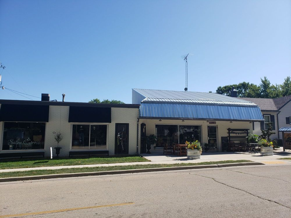 The Cypress House: 718 10th Ave, Rochelle, IL