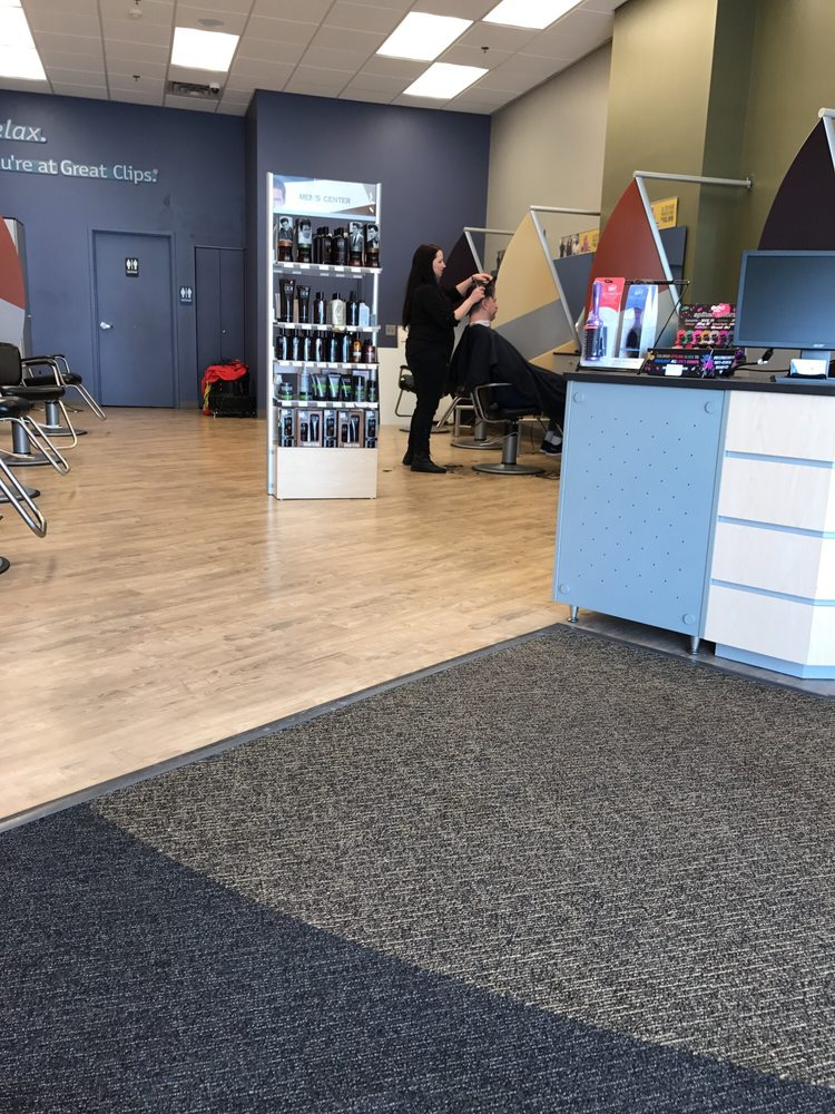Great Clips: 1152 Commerce Blvd, Dickson City, PA