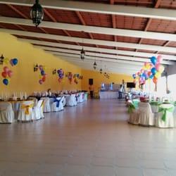 Sal n y jard n la finca mexican av filiberto navas for Salon jardin villa charra toluca